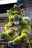 estátua do deus balinesa foto