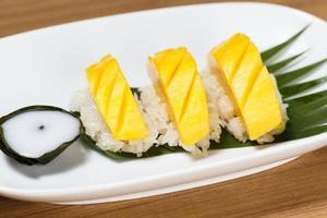 sobremesa tropical estilo tailandês