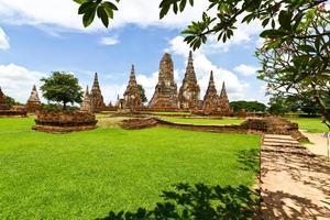 pagode no templo de wat chaiwattanaram, ayutthaya, tailândia foto