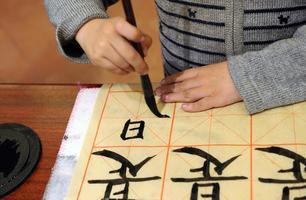 aprendendo a escrever chinês foto