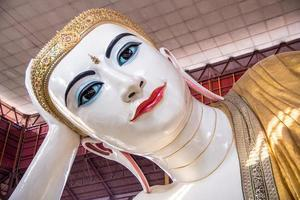 chauk htat gyi Buda reclinado foto