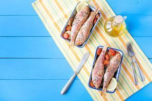 salmonete cozido com legumes