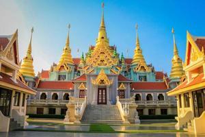 wat tang sai, templo dourado foto