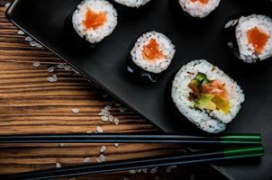 frutos do mar japoneses, conjunto de sushi