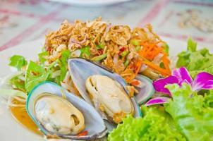 salada de mexilhão do mar da nova zelândia estilo tailandês