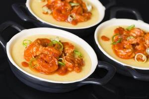 camarão picante e polenta