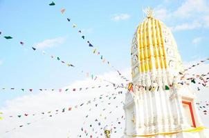 stupa no templo watyai foto