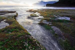 praia de tanah lot, bali foto
