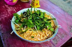 tigela de macarrão vietnamita foto