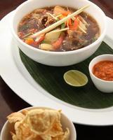comida de sopa de rabo de boi da Indonésia foto
