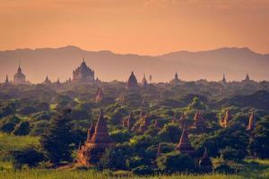 pagodes e templos de Bagan foto