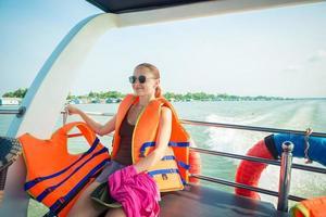 turista no cruzeiro no delta do mekong foto