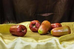 ainda vida rosa maçã foto