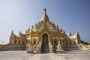 belo pagode budista foto