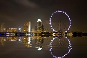 skyline da cidade de Singapura à noite foto