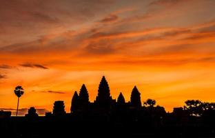 Castelo de silhueta angkor wat. foto