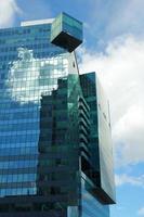 edifício envidraçado - detalhe da arquitetura foto