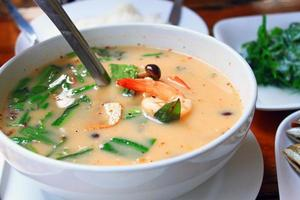 "comida tailandesa ""tom yum goong"" foto"