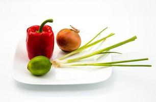 misture ingredientes para um prato tailandês foto