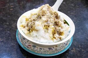 closeup de sobremesa de gelo raspado cendol foto