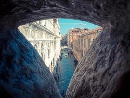 vista da ponte dos suspiros - veneza itália foto
