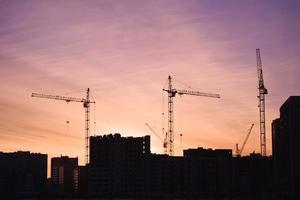 silhuetas de site de construção foto