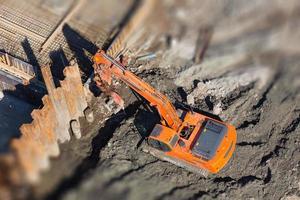 escavadeira em um canteiro de obras