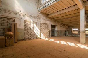 armazém abandonado foto