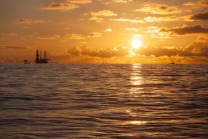 plataforma de petróleo no mar do norte foto