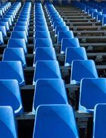 assento de plástico no estádio foto