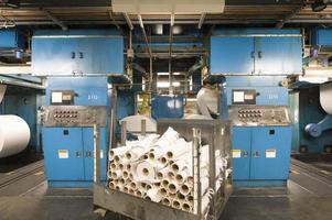 interior da fábrica de jornais foto