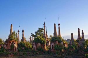 complexo de pagode inthein no estado de shan, myanmar foto
