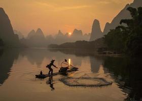 lijiang pessoas na pesca foto