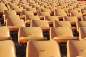 assentos do estádio para assistir a algum esporte ou futebol foto