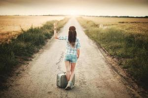 menina hippie viajante