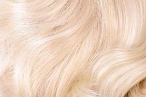 loira de cabelo bonito como pano de fundo foto
