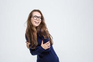 retrato de uma mulher rindo foto