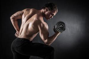 fitness com halteres foto