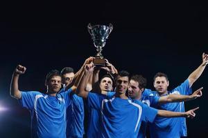 jogadores de futebol comemorando a vitória foto