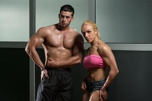 lindo casal atlético foto
