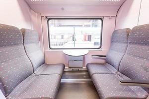 portas abertas de um trem