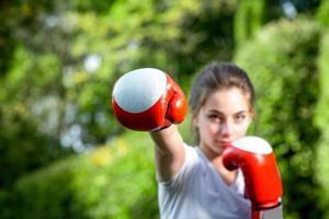 mulher jovem esportes no parque foto