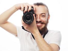 jovem fotógrafo barbudo