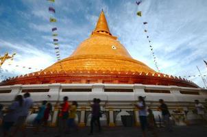 o maior pagode da tailândia foto