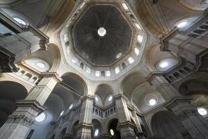 pavia, interior da catedral foto
