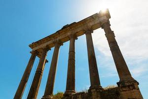 ruínas do templo de saturno no fórum romano, Roma