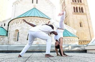 Par jovem de capoeira, esporte espetacular foto