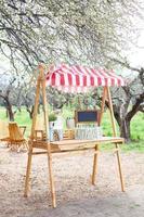 banca de limonada no parque foto