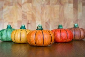 cinco abóboras de cerâmica foto