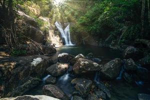 Cachoeira em klong pla kang, Tailândia foto